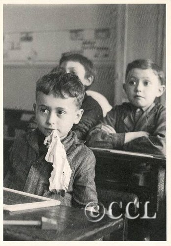 Il y a 100 ans : naissance de Robert Doisneau, photographe français, parmi les plus populaires d'après-guerre.  dans Cartophilie Chiffon-de-lardoise