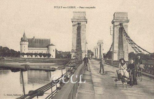 Nous étions le 17 mars 2013, à Sully-sur-Loire, à la 5e Bourse aux cartes postales et vieux papiers et au 2e Salon du livre ancien  dans Nos rencontres sully-sur-loire-pont-suspendu