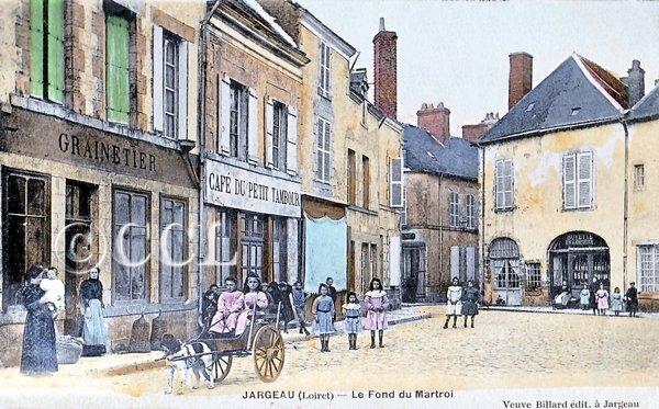 Le dimanche 4 août 2013, la boutique du Cercle des Cartophiles du Loiret était fidèlement présente, à la Bourse de Jargeau.  dans Nos rencontres jargeau-le-fond-du-martroi-t